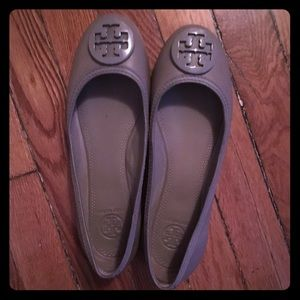 Tory Burch taupe leather medallion flats 7.5 EUC